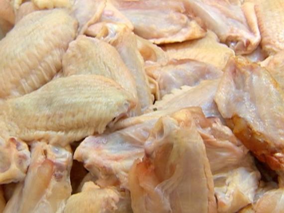 Arábia Saudita suspende a compra de carne de aves de 11 frigoríficos do Brasil