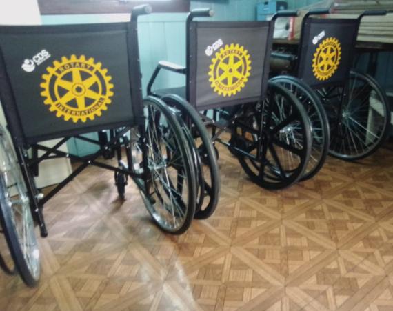 O Rotary Club de Concórdia adquiriu mais três cadeiras de rodas para doação aos mais necessitados